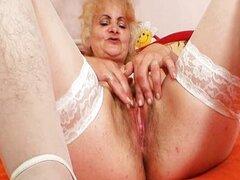 Madura masturbacion coño viejo de Dominika