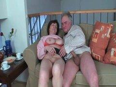 Abuela tetona disfruta del sexo hardcore