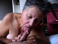 Naughty abuela amateur con grandes pechos la chupa un dick en POV