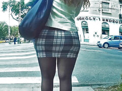 las piernas pantimedias en minifalda apretada, más VIDEO: nhttp:clips4sale.com110542