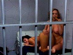 Oficial de policía y jailbird sexo lesbico