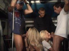 Maduritas rubias Angelina Ashe y Jessica Drake dan Mamadas en público