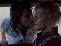 Helen Shaver, Patricia Charbonneau en desierto corazón (1986), la mujer reprimida de un profesor se traslada a Nevada para la soledad y a considerar el divorcio, pero se encuentra cada vez atrajo a abiertamente lesbiana hija de su propietario. Un drama en