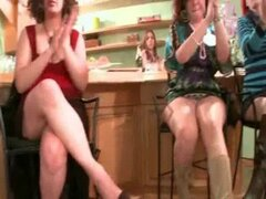 Linda despedida de soltera guarras muestran habilidades de chupar - DancingBearOrgy.com