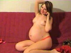 Mi enorme vientre y pechos maravillosos, un amigo de internet tiene este fetiche de ver a mujeres embarazadas en línea así que decidí hacer un aficionado video para él. En esta película que toque sexy mi vientre enorme y también muestran mis hermosos pech