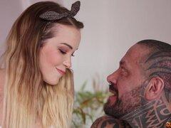 Chico tatuado le gusta cuando Paola Guerra juega con su polla larga - Paola Guerra, Rob Diesel
