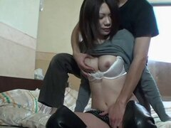 asiática jovencita muy sexy. Muy sexy joven asiática con sus turgentes pezones duros duras follada en su apretado coño y su culo firme muy apretado