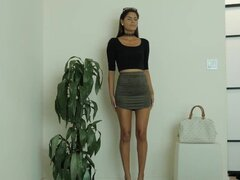 Amirah ayuda a seducir caliente amateur latina en un trio en casting