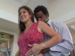 Marido tiene esposa 039; s mano teniendo BBC