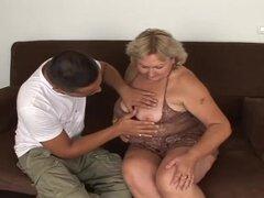 Abuela gorda se la folla como si por última vez en su vida