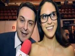 Carolina Abril enseña a dar una gran mamada para Andrea Dipr egrave