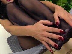 Con el pie en negro medias por Alexya amante