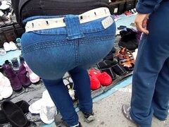 Lindisimo Culito en Jeans (caramelo-extremo), Una Lindura de Q-lito, en el mercadito, preciosas nalguitas. Culo en la calle, una chica mexicana con un bonito culo sabroso en jeans.