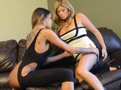 Lisa Daniels y Kayla Carrera Latina comen el coño y por favor unos de otros