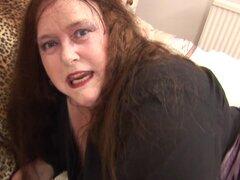 BBW en latex negro brillante frota su coño maduro mojado - Debbie