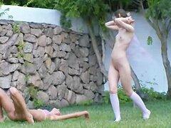 Deportes acuáticos de Chicas rusas en el público