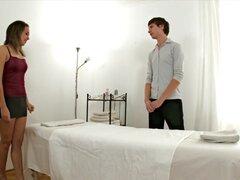 Exótica pornstar en clip increíble sexo brasileña, novio de Daniela está estudiando para ser una masajista masculina y después de la persuasión le, ella finalmente le permite practicar dándole un masaje. Él le dice para tener todo apagado, incluyendo su s