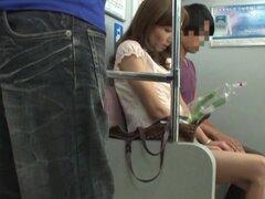 Slutty chick japonesa da una cabeza en el autobús público