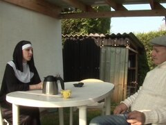 Viejos y jóvenes Double a una monja - Telsev
