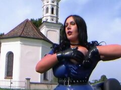 Pechugón carreras a princesa - Latex mamada pajas con guantes de látex negros - Cum en mis tetas,
