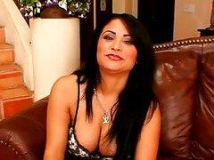 Sofia Lomeli tetona da una mamada y consigue un facial
