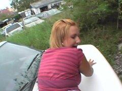 Tío perfora la pelirroja para soltar su corrida en la cara, pelirroja lasciva recibe atornillado en un coche y lleva una carga sexy en el agujero de la cara.