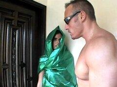 Arab(?) caliente Mujer recibe una buena cogida