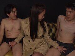 Soy mujer japonesa le encanta comer esperma pegajoso cachonda hombres