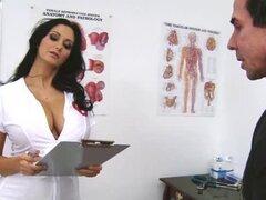 Hechizo de Ava Addams en enfermera uniforme teniendo sexo salvaje