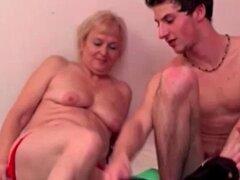 Amateur abuela fuma y se sopla. Abuela amateur puta fuma y sopla una polla dura jóvenes