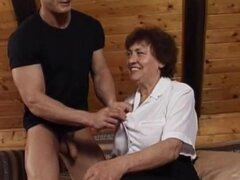 Valda en escena 28 torcedura maduro 1, abuelita cachonda Valda enredarse se caliente y fuckbuddy para jugar con esta escena porno obsceno. Echale un vistazo esta anciana traviesa como ella da una mamada a su bombón y consiguió su maduro coño digitación y