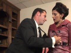 Esto no es Mad Men - la parodia XXX. Don Draper se queda tarde en la oficina a Rachel Katz esperan que el tipo de cierre uno en clientes de una atención. Le plegado sobre el escritorio de la oficina a tomar dicking profunda deja su pidiendo más y la cuent