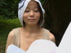Mujer japonesa cachonda obtiene su twat digitación y follada por detrás