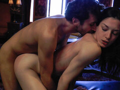 Stoya, castidad Lynn, lluvia DeGrey, James Deen en voraz 2 ep16 - no quiere Me muerda?, Sonya(Stoya) se está debilitando. James Deen el asesino del vampiro podría destruirla en cualquier momento. Pero él no. Y ella no le muerde. Él los pernos hacia fuera