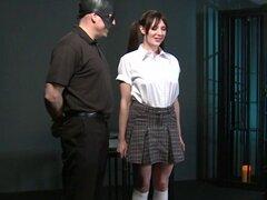 Esclavo en bdsm obtiene coño nalgada. Esclavo morena tetona Samantha en uniforme de Colegio obtiene sus tetas y coño peludo, reveló por su maestro X y luego los tobillos atados y coño nalgadas