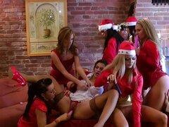 Excitante orgía de Navidad con un montón de lesbianas
