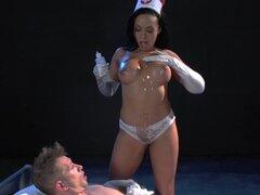 Brazzers - enfermera Rio Lee ayuda a sanar con anal