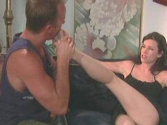 Erótico del dedo del pie chupando y con el pie la diversión