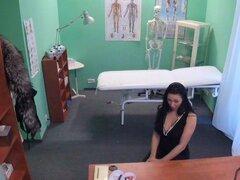 FakeHospital Doctor libera loveballs coño profundo