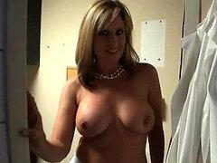 Rubia voyeur MILF Jodi West muy puta y cachonda follada fuerte mostrando su redondo traero