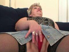 Horny granny vieja toma dos pollas a la vez. Horny old granny 3some