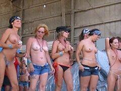mujeres reales mostrando sus tetas y culos en público. mujeres reales mostrando sus tetas y culos en público