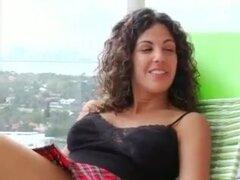 Breasty Latina cachonda Mama