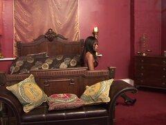 Loco porno Ebony Godde en mejor película sexo facial, negro y ébano, Ebony Godde tiene piel que hace honor a su nombre, y le encanta ayudar a su marido con un alivio de estrés por conseguir su coño listo para su polla y calentando con un lento pero alta c