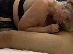 Abuela tetona golpeada