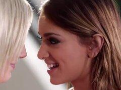 Adolescente nena Bella Rose consigue digitado por la nena Uma Jolie