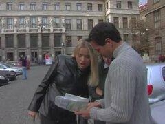 Anastasia Christ y Laura León en caliente trío FFM video