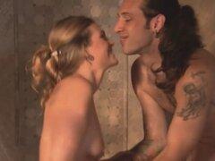 Josh y Jizelle lo a vapor en la fiesta de swingers Kinky. Josh y Jizelle aman el ambiente en la mansión de los swingers donde tendrán un poco de sexo en grupo caliente en la habitación roja