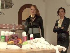Loco pornstar en ropa interior caliente, xxx lesbiana video, Denisa y Siddi son dos hermosas mujeres que estaban teniendo un refrigerio de sexy plátanos y crema que consiguió en toda su ropa. Tuvieron que quitar algunos de ellos, dándoles acceso a sus fal