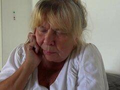 OldNanny viejo abuela lesbianas masturbándose el coño con adolescente, disfruta de dos lesbianas masturbación junto con sextoys